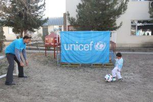 De acuerdo a una entrevista brindada por su tío, tanto la embajada española y el Barcelona están trabajando en ello Foto:facebook.com/afghanistanunicef/. Imagen Por:
