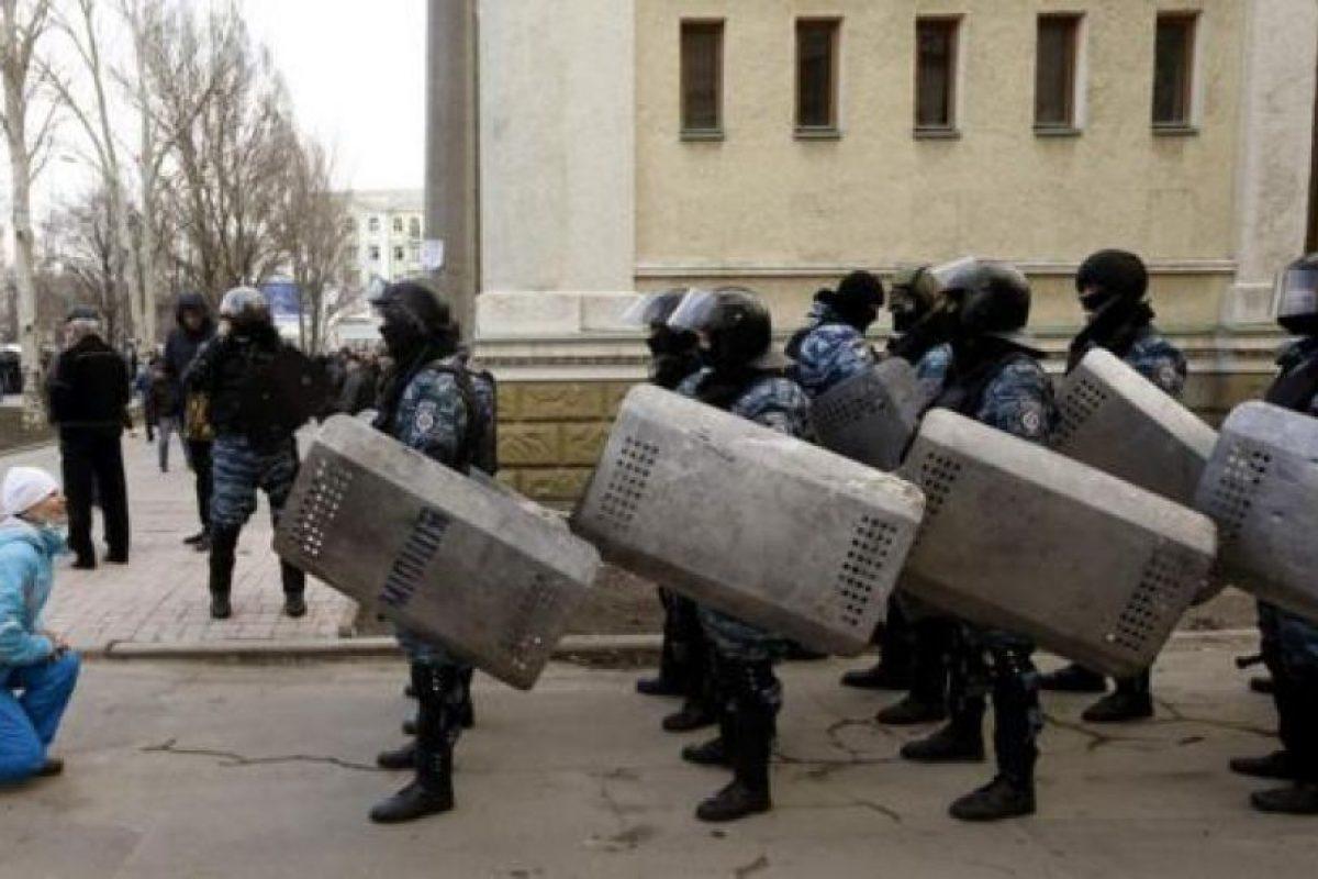 """Las fuerzas especiales ucranianas, los """"berkut"""", que en febrero de 2014 reprimieron duramente a los manifestantes civiles. Foto:Efe. Imagen Por:"""