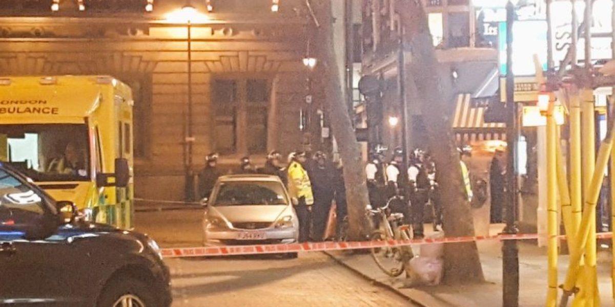 Londres: Detienen a hombre que mantenía rehenes en restaurante
