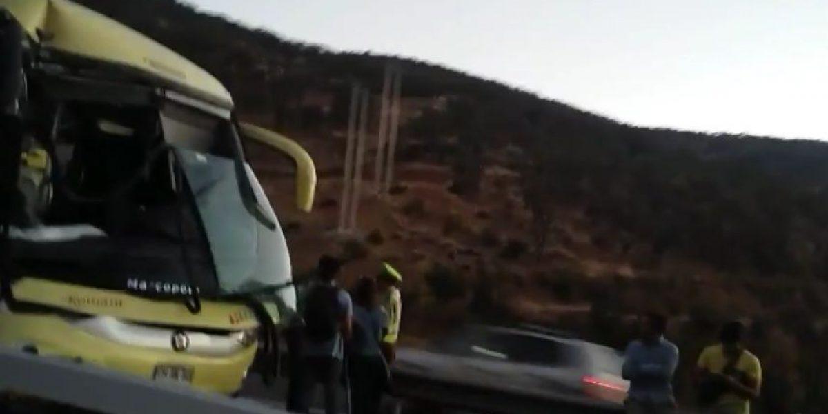 Ruta 68: Choque entre bus y camión dejó una víctima fatal