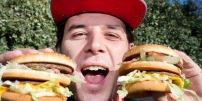 "Británico cambia su nombre por:""Bacon Double Cheeseburger"""