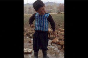Después de portar con orgullo una camiseta de Lionel Messi hecha con una bolsa de plástico Foto:Twitter.com. Imagen Por: