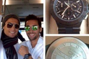 Cuando Real Madrid ganó la décima Champions League en 2014, el portugués le hizo un regalo muy especial a cada uno de sus compañeros: un reloj Bvlgari con sus iniciales grabadas (CR7) y con el nombre de cada uno de ellos, valorado en 8 mil euros. Foto:Vía twitter.com/aarbeloa17. Imagen Por: