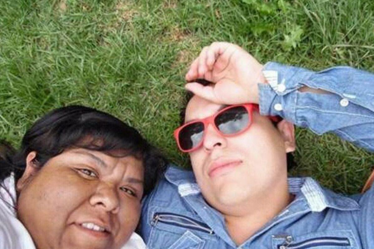 Y este es su novio, hoy esposo. Foto:vía Twitter. Imagen Por: