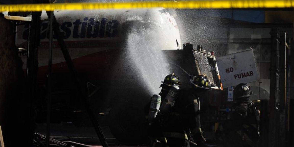 Camión repartidor de gas explotó en Maipú y dañó tres vehículos