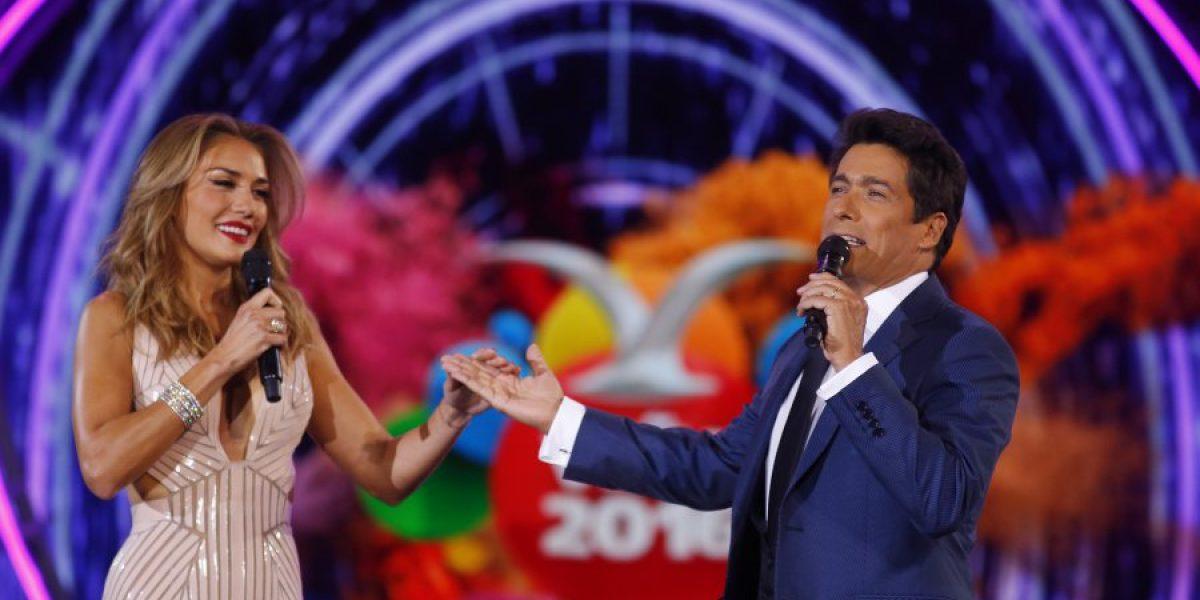 Osado beso entre Rafael Araneda y Carolina de Moras inició última noche de Viña 2016