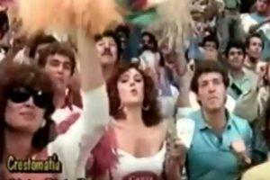 """Conocida como la """"Chica Chiquitibum"""" saltó a la fama en el Mundial de México 1986 Foto:Twitter. Imagen Por:"""