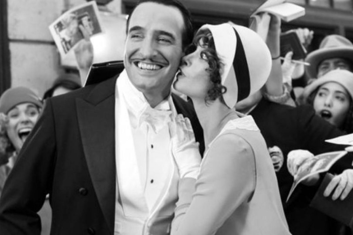 """""""El artista"""" es una es una película francesa de drama y comedia romántica en el estilo de filme muda en blanco y negro. Fue nominada para 10 premios Óscar y ganó cinco, incluyendo mejor película, mejor director y mejor actor. Foto: La Petite Reine, ARP Sélection. Imagen Por:"""