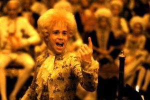 """""""Amadeus"""" es una película estadounidense categorizada como una película de culto de 1984. Arrasó la entrega de ese año al ganar ocho premios Oscar. Foto: AMLF, The Saul Zaentz Company. Imagen Por:"""