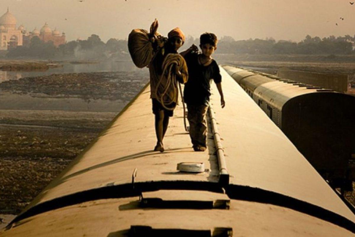 """""""¿Quién quiere ser millonario?"""" es una película Indio-británica del 2008, dirigida por Danny Boyle y escrita por Simon Beaufoy, ganadora de ocho Premios Oscar. Foto:Film4 / Celador Films. Imagen Por:"""