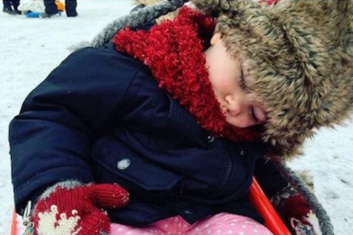 #MiBebéSeQuedóSinBatería: Se ríen de los bebés cuando se quedan dormidos. Foto:Twitter. Imagen Por: