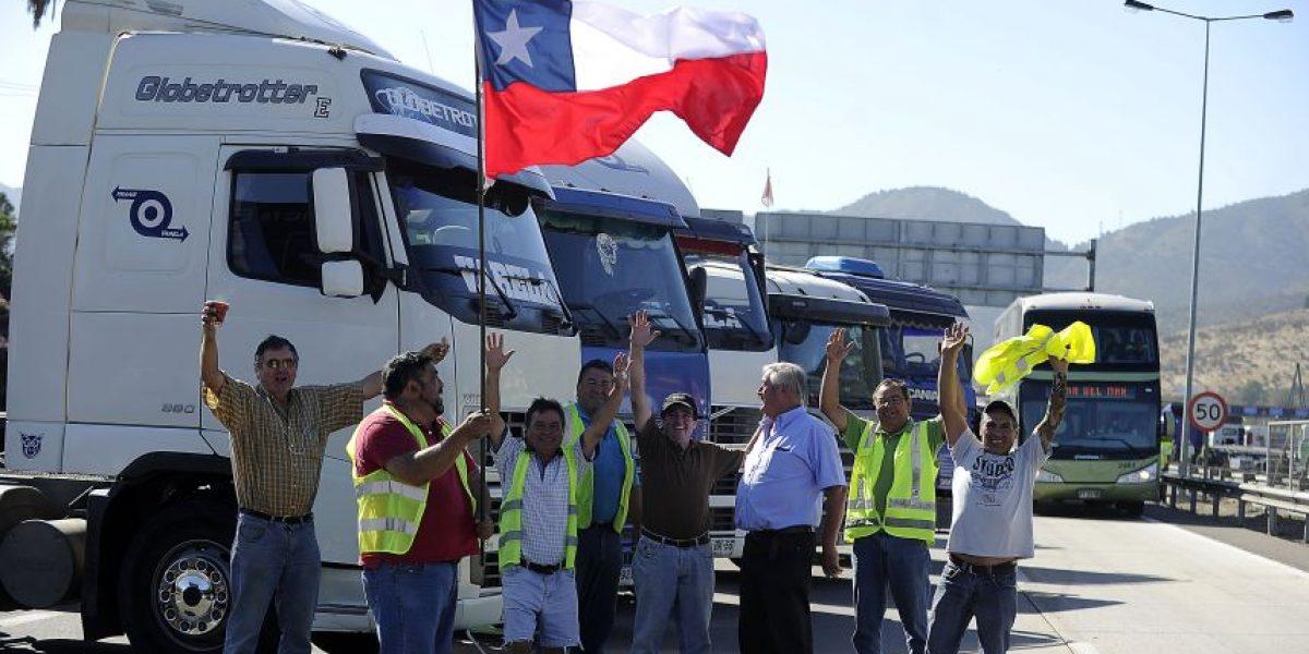 Camioneros se reúnen este jueves para discutir agenda que presentarán en La Moneda