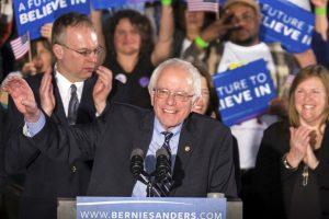 Bernie Sanders. A pesar de sus segundos lugares se mantiene en números cercanos a los de su única rival demócrata. Foto:AP. Imagen Por: