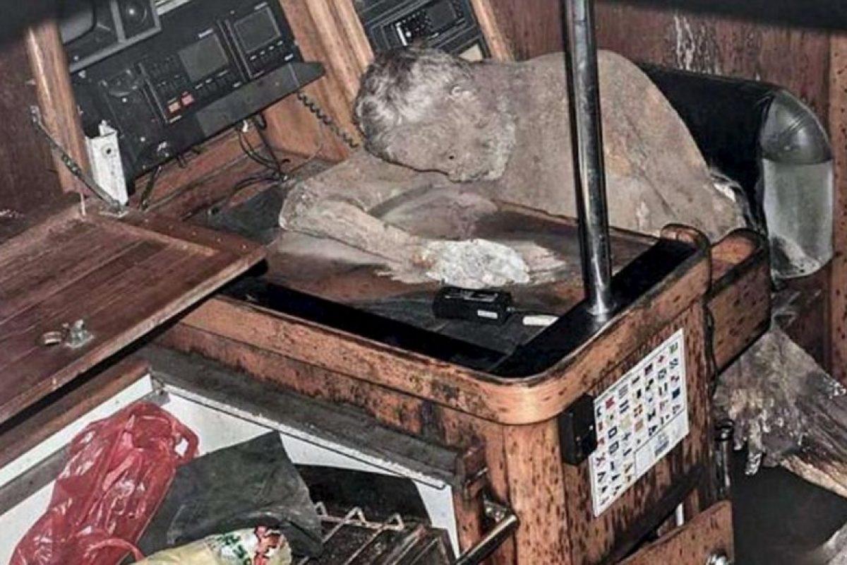 Murió cerca de la radio, pidiendo ayuda Foto:Facebook.com/barobo.policestation. Imagen Por: