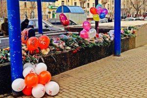 Con estos adornos florales se recordó a la menor decapitada Foto:Instagram.com. Imagen Por: