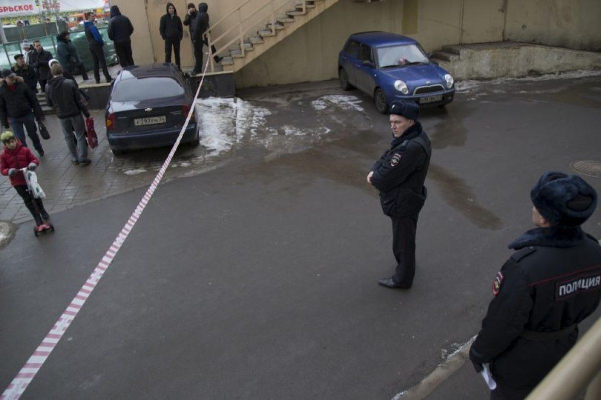 La mujer gritaba frases yihadistas Foto:AP. Imagen Por: