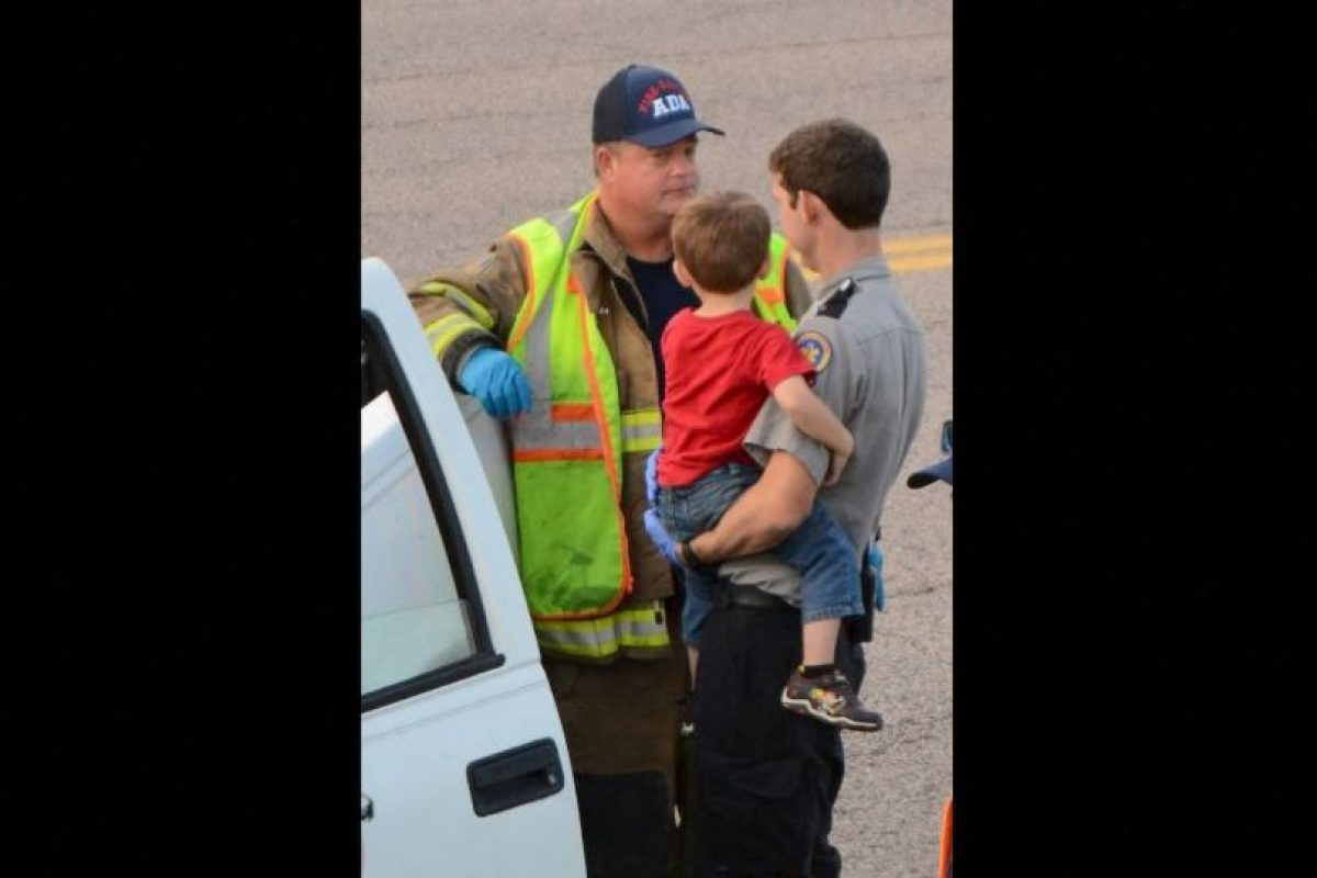 La mujer fue arrestada por sospecha de conducir bajo la influencia del alcohol y poner la vida de los niños en peligro. Foto:AP. Imagen Por:
