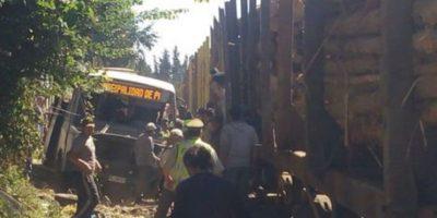 La Araucanía: choque entre tren y bus en Quepe deja 13 personas heridas