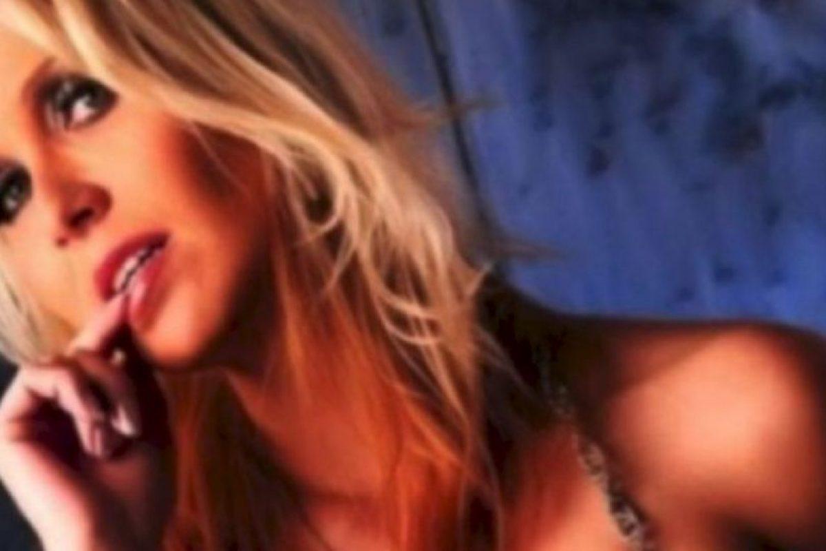 Fue despedida cuando las autoridades escolares se enteraron de su otro oficio Foto:Facebook.com/Julia.blond. Imagen Por: