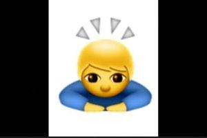 1. No se trata de un santo o un niño iluminado; en realidad es de origen japonés para expresar una sincera disculpa o pedir un gran favor. Foto:vía emojipedia.org. Imagen Por: