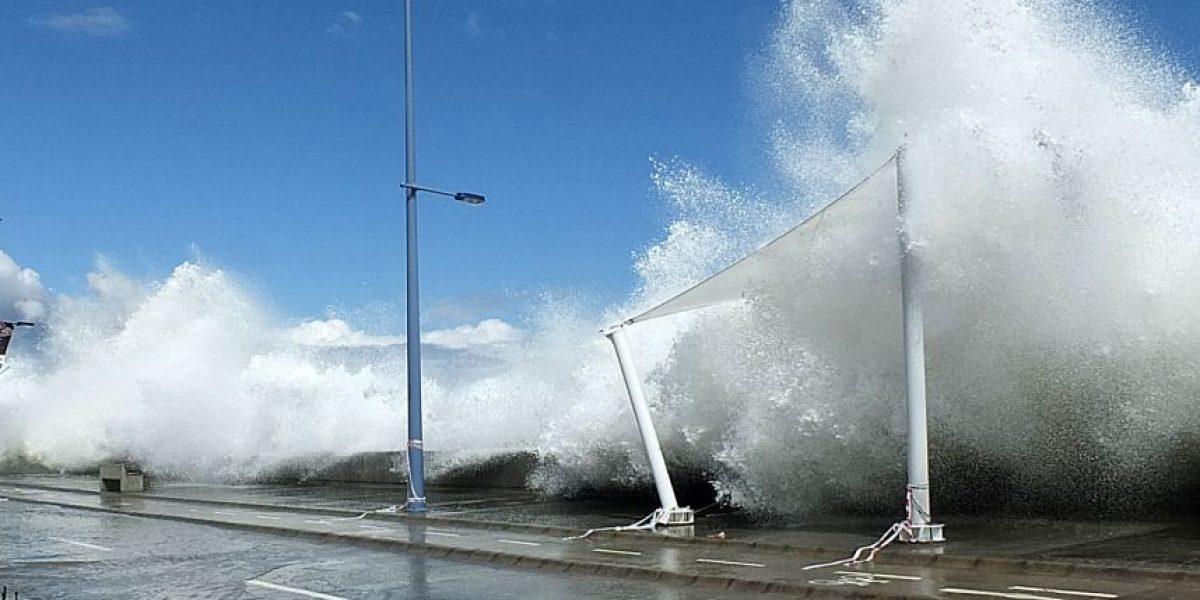 Calles en Valparaíso y Viña del Mar permanecen cerradas por marejadas