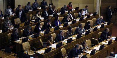 Diputados aprueban proyecto sobre voto de chilenos en el exterior