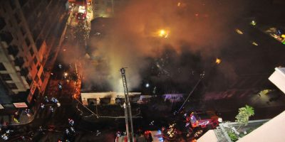 Incendio en cité abandonado de Santiago Centro movilizó a Bomberos