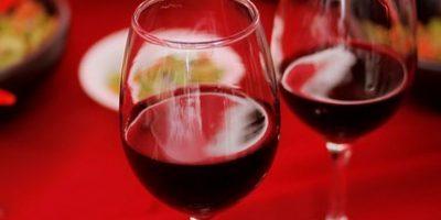 Medios internacionales destacan la polémica por marca de vino chileno que indigna a los franceses