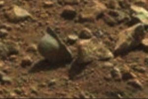 Supuesto casco de la Primera Guerra Mundial.Se encontró en abril de 2013 Foto:NASA. Imagen Por: