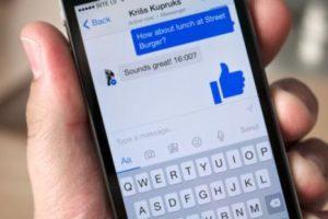 La opción de pagar tus cuentas por Messenger ya es toda un realidad. Funciona sincronizando una cuenta bancaria con tu perfil y listo. Foto:Facebook. Imagen Por: