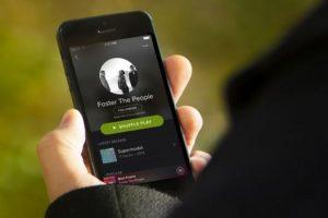 Y tanbién de video desde la app de streaming musical. Foto:Spotify. Imagen Por: