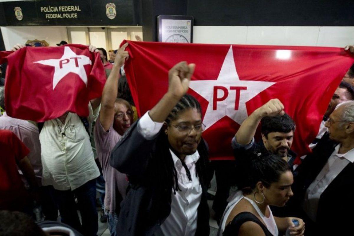 Durante su detención, distintos grupos de manifestantes mostraron su apoyo al político. Foto:AFP. Imagen Por: