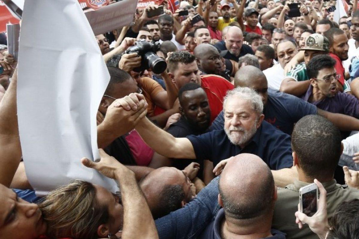 Cuando fue puesto en libertad se encontró con sus seguidores. Foto:AFP. Imagen Por:
