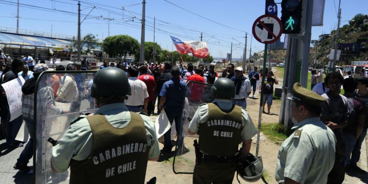 Protestas de pescadores artesanales llena de humo el centro de Arica