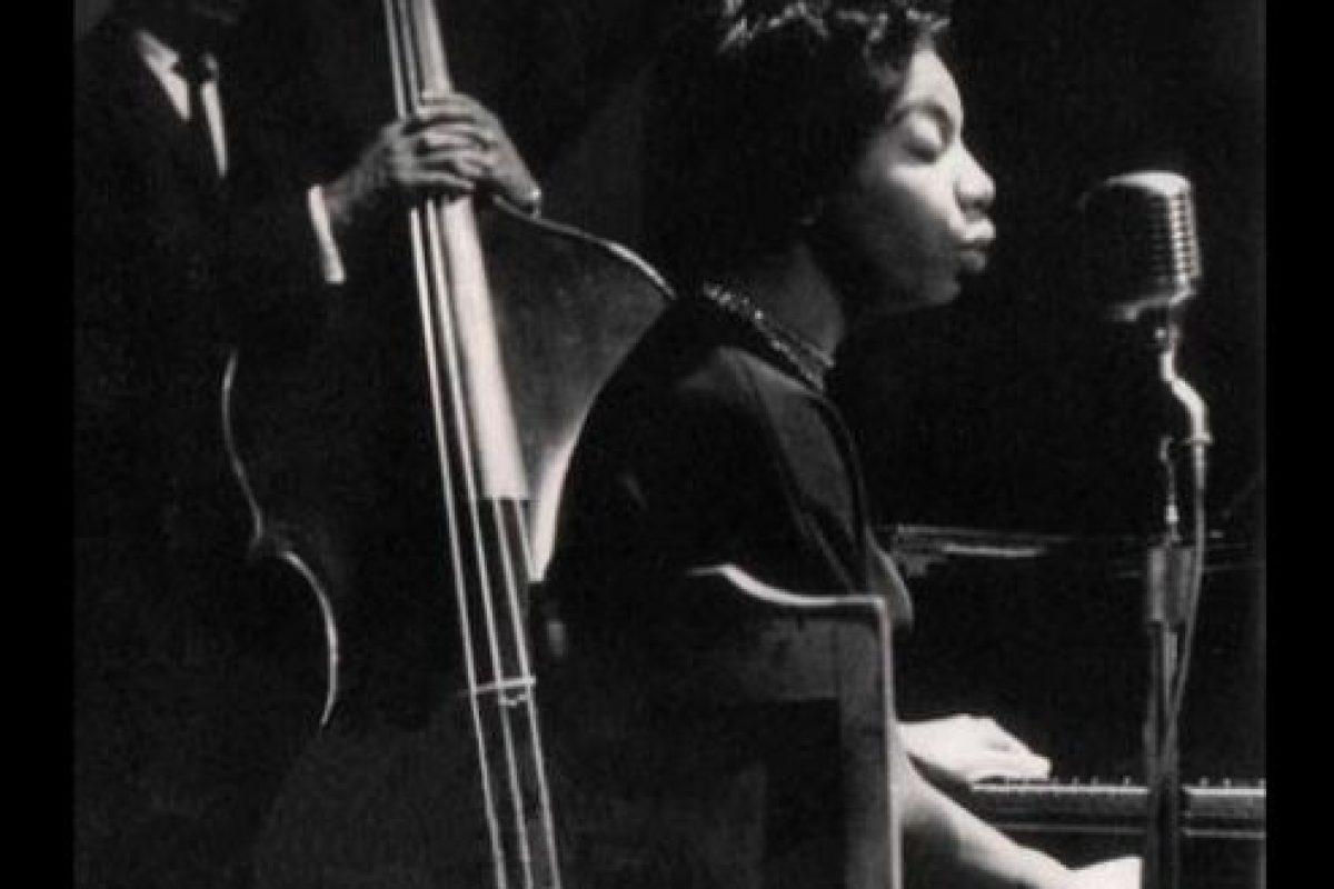 En su página web describen la voz de Simone como una envolvente magia que logra transportar en el tiempo y espacio. Foto:Wikimedia. Imagen Por: