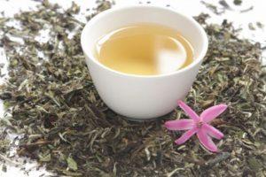 Té blanco. Curiosamente también viene de las hojas de Camellia sinensis Foto:TwitterTwitter. Imagen Por: