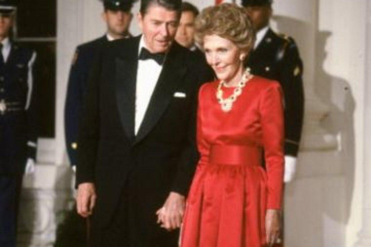 Esta pareja de exactores rigió los destinos de Estados Unidos en los años 80. Foto:vía Getty Images. Imagen Por: