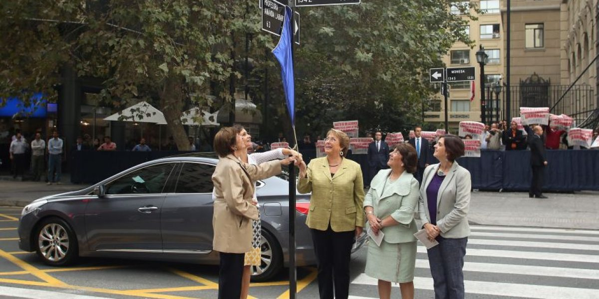 Bachelet lidera el cambio de nombre de calle que conmemoraba a ex ministro de la dictadura