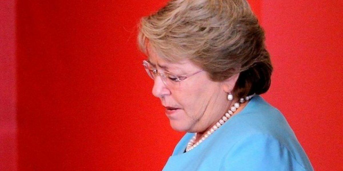Cadem: Bachelet inicia tercer año de gobierno con su nivel más bajo de aprobación