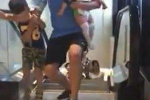 """En los días posteriores al accidente de la madre china, se comenzaron a volver virales en redes sociales videos de cómo las personas en centro comerciales asiáticos """"evitaban"""" ser tragados por estas escaleras eléctricas. Foto:Twitter. Imagen Por:"""