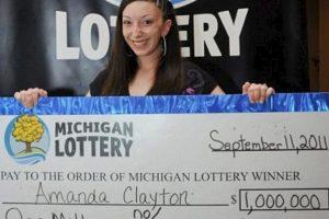 Amanda Clayton la millonaria típica. A sus 24 años ganó un millón de dólares jugando lotería en Michigan, Estados Unidos. Sin embargo, no le bastó y logró que el Gobierno le diera 5 mil 500 en vales de comida. Foto:Pinterest. Imagen Por: