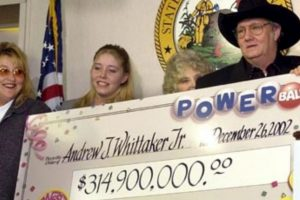 """Andrew """"Jack"""" Whittaker ya era rico cuando en 2002 ganó casi 315 millones de dólares. A pesar de que quiso compartir el efectivo, no pudo escapar de sus propios demonios. Foto:Pinterest. Imagen Por:"""
