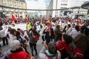 Como en muchas partes del mundo, mujeres se manifestaron a favor de sus derechos. Foto:AFP. Imagen Por: