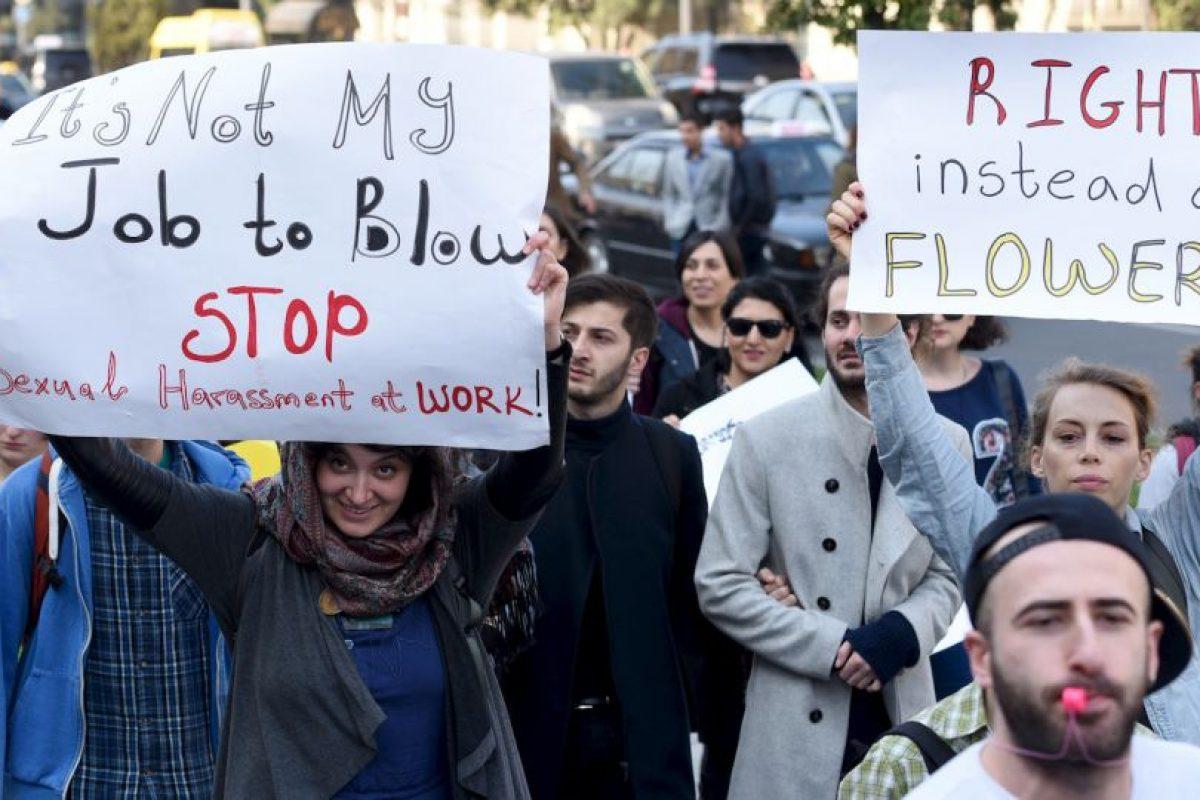En la capital de ese país miles de personas salieron a las calles con distintas pancartas. Foto:AFP. Imagen Por: