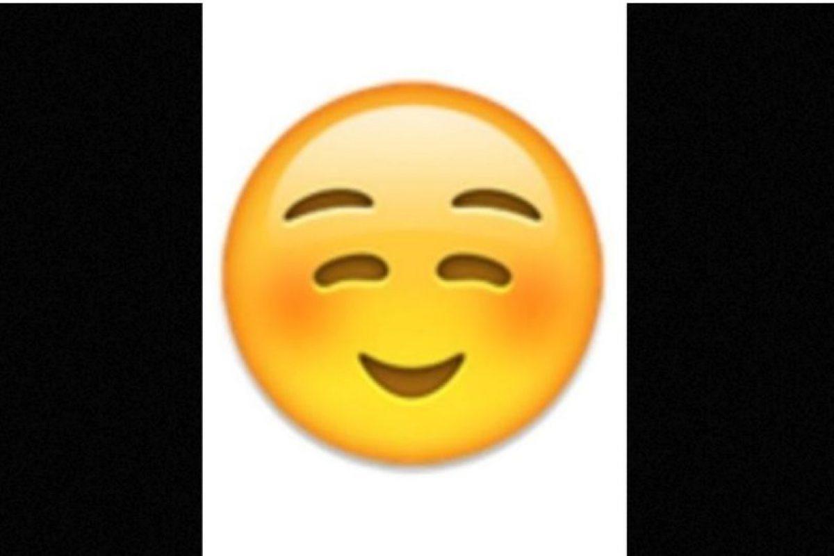 No es un rostro de pena o vergüenza, simplemente es una sonrisa Foto: emojipedia.org. Imagen Por: