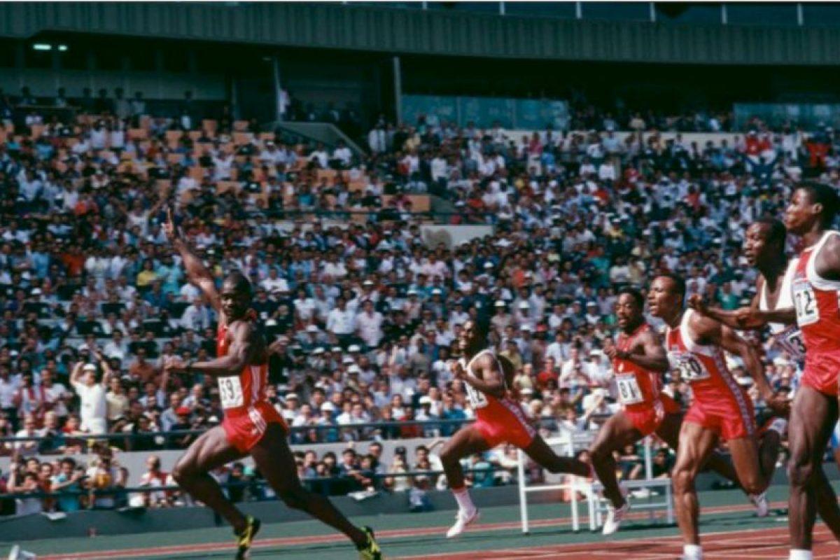 Ben Johnson. Ganó la medalla de oro en los 100 metros de los Juegos Olímpicos de Seúl 1988, con récord incluido, pero horas después su marca fue invalidada porque dio positivo en las pruebas antidopaje. Foto:Getty Images. Imagen Por: