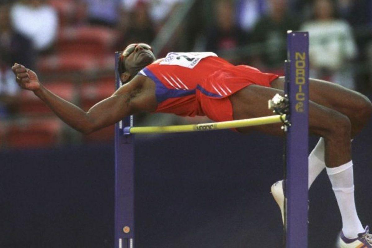 Javier Sotomayor: El considerado mejor saltador de altura de la historia dio positivo de cocaína en 1999, en los Juegos Panamericanos de Winnipeg, Canadá. Foto:Getty Images. Imagen Por: