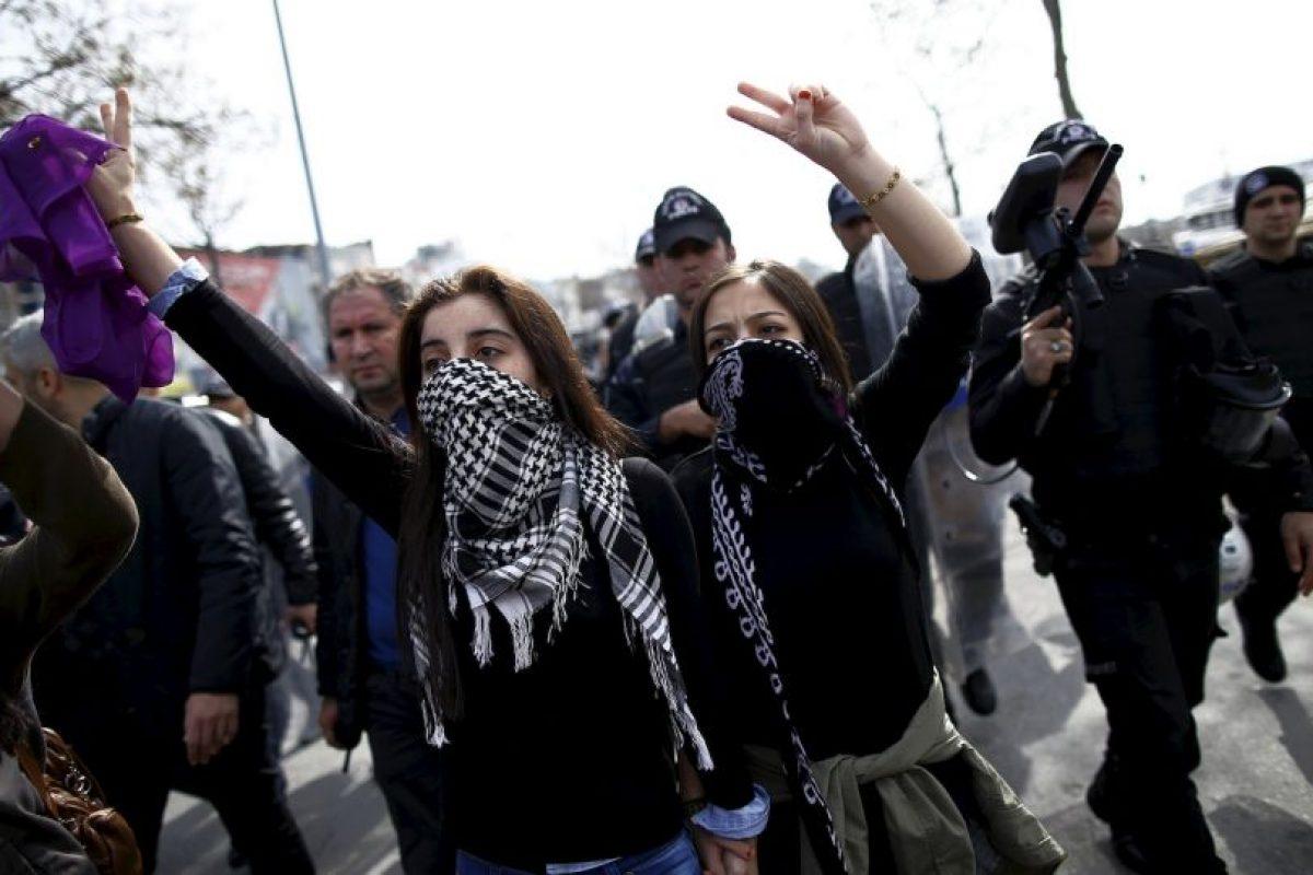 Mujeres y hombres participaron en las marchas. Foto:AP. Imagen Por: