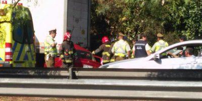 Tres fallecidos deja colisión entre vehículo menor y camión en la Ruta 5 Sur