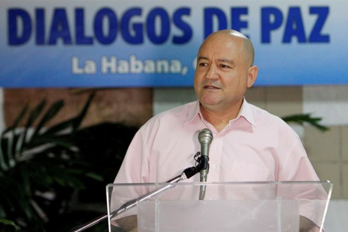 El miembro del secretariado de las FARC-EP, Luis Antonio Losada Gallo, alias Carlos Antonio Lozada, durante una conferencia de prensa el domingo pasado. Losada es parte importante en las negociaciones que se mantienen en La Habana, Cuba. Foto:Efe. Imagen Por: